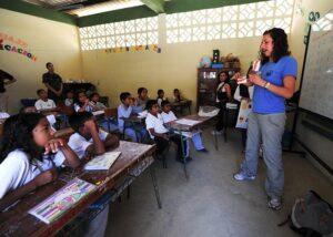 Contoh Karangan: Bagaimana Menghargai Jasa Guru